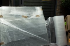 glasplaten-met-dekens-en-noppenfolie